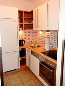 Einbauküche: Kühlschrank, Geschirrspüler, Kochfeld, Ofen