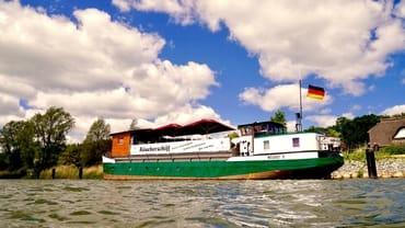Räucherschiff direkt am Selliner See 2 Minuten zu Fuss