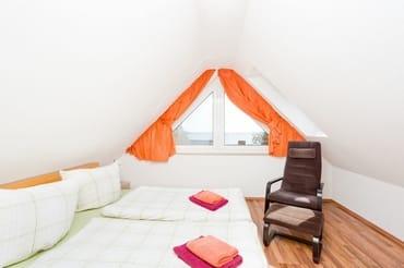 2. Schlafzimmer mit Blick Richtung Wasser