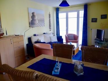 Wohnzimmer mit 2 großen Balkon's