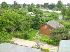 Vogelperspektive vom Haus im Garten