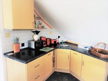 Küchenzeile mit E-Herd u. Geschirrspüler
