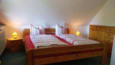 Schlafraum mit Doppelbett. Hier ist auch eine Aufbettung  möglich
