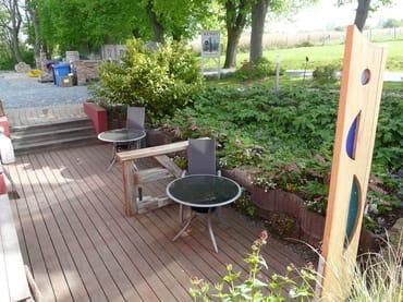 Terrasse für die Wohnungen Silberdistel und Klatschmohn