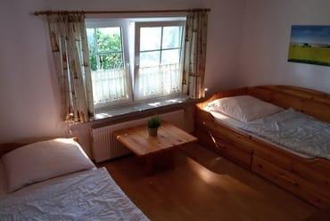 Schlafzimmer 2 mit 2 Einzelbetten und 1 Ausziehbett