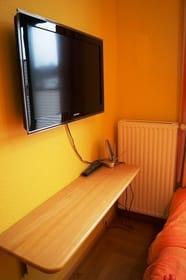 Kinderzimmer mit kleinem TV