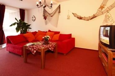Gemütliche Sitzcouch, ausziehbar zum Schlafen für eine Größe von 2,00 x 2,00 m