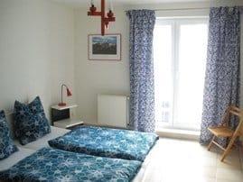 Schlafzimmer, Bettenmaße je 200 x 90x 30 cm