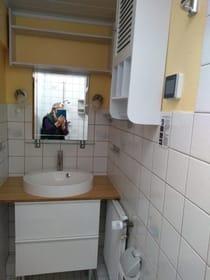 Bad Nr.8   Dusche, WC, Waschbecken, Fön, Dachfenster mit Fernbedienung