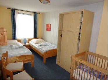 Schlafzimmer bei 2 Pers. oder Kinderzimmer ab 3 P.