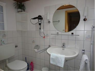 WC Nr.4 Dusche extra gleich daneben.