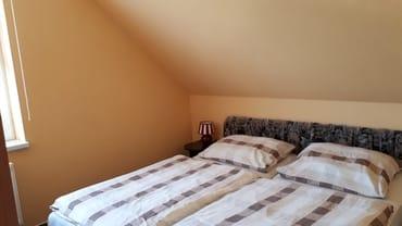 Schlafzimmer unserer Ferienwohnung in Pantow auf Rügen zwischen Zirkow und Binz