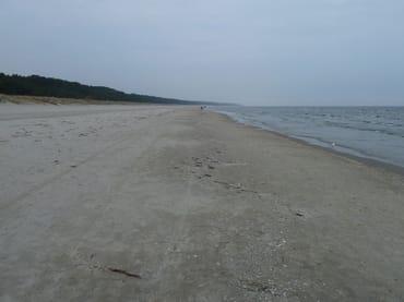 Der breite Sandstrand