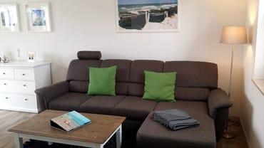 Wohnbereich mit aufbettbarer Schlafcouch