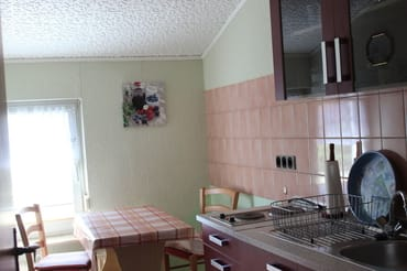 Küchenzeile mit Essplatz