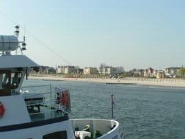 Blick von der Seebrücke in Richtung Dünenresidenz.