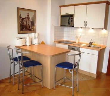 der Küchenbereich - komplett ausgestattet, viele E-Geräte