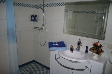 Bad mit ebenerdiger Dusche