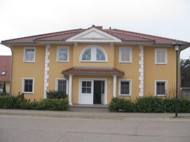 Blick auf das Haus, Eingangsbereich