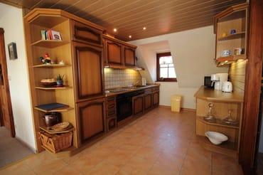 der geräumige Küchenbereich