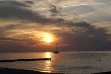 Schönes Wetter und ein romantischer Sonnenuntergang