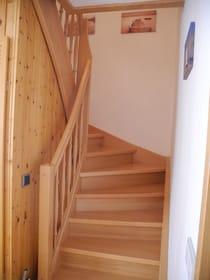 Die Treppe von unten gesehen