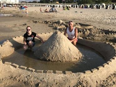 Sandburgen bauen - Spaß für Jung & Alt