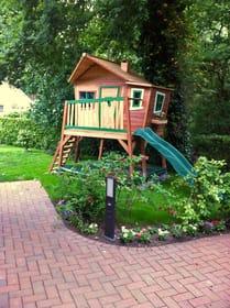 Haus am Wald - Spielbereich für die Kleinen mit Kinder-Spielhaus