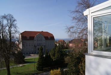 Ausblick vom Südbalkon, re. der Wintergarten