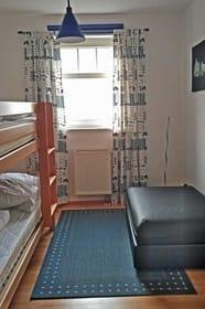 Zweites Schlafzimmer mit stabilem Hochbett (auch für Erwachsene)