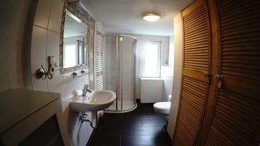 Das neu gestaltete Bad der Wohnung 1