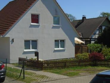 PKW Stellplatz vor unserem Wohnhaus