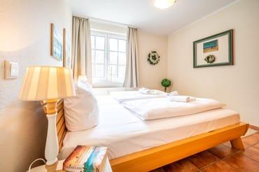 Schlafzimmer mit Doppelbett 2