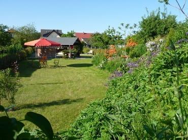 Große Rasenfläche zum Spielen / Sonnen / Erholen