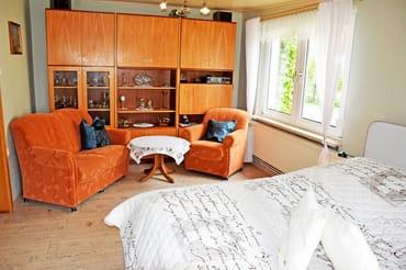 Schlafzimmer Doppelbett mit Sitzecke