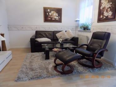 verstellbarer Relaxsessel + Couch mit Kuscheldecke
