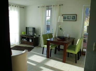 Wohn- Essraum helle moderne Möbel
