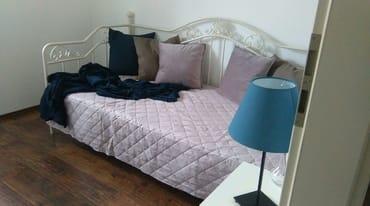 Kinder- Schlafzimmer Bett 90 x 200 cm, mit Fernseher