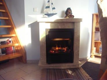 Im Winter oder an kühlen Tagen können Sie sich bei schöner Atmosphäre an unserem dampfenden Elektrokamin Körper und Seele erwärmen !
