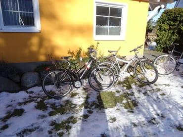 Zwei technisch einwandfreie und gut fahrende Fahrräder mit 7-Gang-Schaltung gehören ebenfalls zu unserem Angebot.