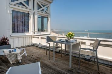 Frühstück mit Blick auf das Meer ...