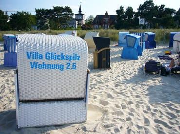 Von Mai bis September steht Ihnen am Strandabschnitt vor der Villa ein Strandkorb kostenfrei zur Verfügung.