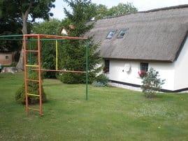 Ferienhaus mit Blick auf Spielplatz