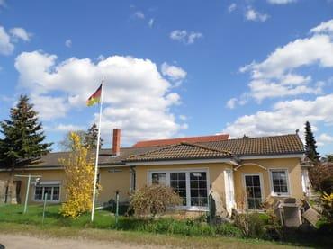 Haus Sandra  Gartenansicht