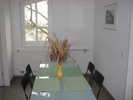 Tafelrunde: separater Essplatz als Mittelpunkt (D402) I Unser Haus besitzt eine Sauna, die individuell gebucht werden kann.