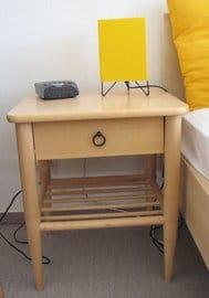Die Möbel sind hell und freundlich. Bezogene Betten sind bei uns selbstverständlich.