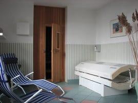 Individuell ausspannen können Sie in unserer Sauna mit Ruheraum und Solarium.