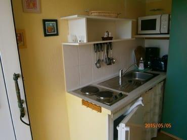 Küchenzeile mit 2-Plattenherd,Kühlschrank,Mikrowelle,Toaster u.Kaffeemaschine