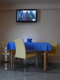 Essbereich im Wohnzimmer ( Flach-TV-32 Zoll)