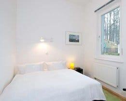 Das Schlafzimmer liegt zum Hof (Süden). Unsere kleinste Zwei- Zi.-Wohnung Typ D304 ist ideal für Paare.